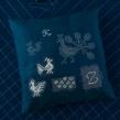 Cojín bordado Nuevo Punto de Cruz. A Embroider, and Design project by Karen Barbé - 09.06.2018