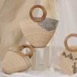 Colaboración con Zaavia/ Colección de bolsas de palma bordadas a mano. . Un proyecto de Artesanía y Bordado de Ofelia & Antelmo - 22.10.2019