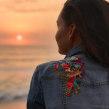Chaqueta Denim intervenida con bordado creativo -2-. Un projet de Design , Beaux Arts, Créativité , et Broderie de Josefina Allendes - 26.11.2019