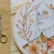 Retrato floral. Un projet de Illustration, Illustration de portrait, Broderie , et Tissage de Yamila Yjilioff - 11.02.2021