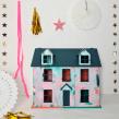 Abstract Dolls House for Valspar Paint. Um projeto de Ilustração, Artesanato, Artes plásticas, Pintura, Arte urbana, Brush painting, Upc e cling de Chloe Kempster - 07.05.2021
