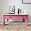 White Stripe & Pink Coffee Table . Un projet de Design d'intérieur, Design d'intérieur, Upc , et cling de Chloe Kempster - 18.08.2021