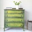 Lime Green Chest of Drawers. Um projeto de Artesanato, Design de móveis, Design de interiores, Pintura, Interiores, Brush painting, Upc e cling de Chloe Kempster - 20.08.2021