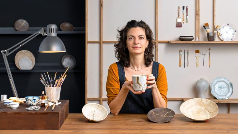 Initiation à l'art du kintsugi : réparez vos poteries avec de l'or