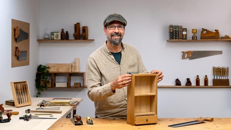Ébénisterie : fabrication de meubles avec de l'outillage manuel