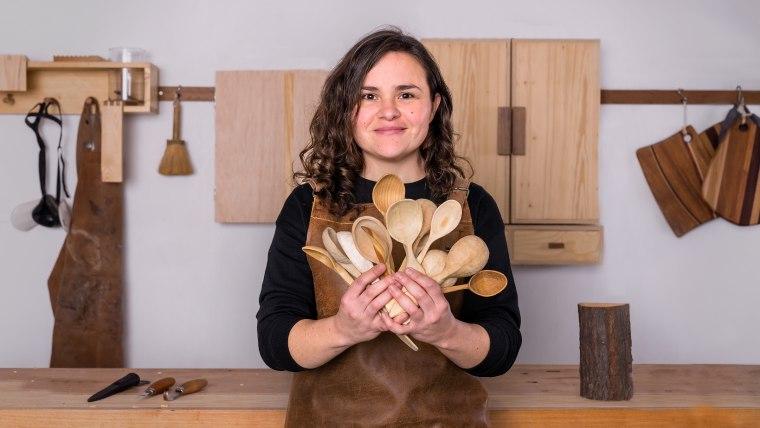 Talla de cucharas en madera
