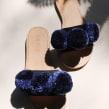 Pom Slip-Ons. Un proyecto de Diseño, Diseño de calzado, Creatividad y Diseño de moda de Binge Knitting - 11.02.2019