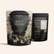 Packaging / Maca negra en polvo. Un proyecto de Ilustración, Diseño gráfico, Packaging, Ilustración digital y Modelado 3D de FIBRA - 16.02.2019