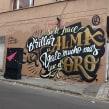 """Mural """"Si te hace brillar"""". Un proyecto de Diseño, Diseño gráfico, Pintura, Tipografía, Caligrafía, Arte urbano, Lettering, Creatividad y Diseño de carteles de TECK24 - 26.09.2019"""