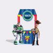 Creatividad y diseño de activación, muebles en tienda, material POP bajo gráfica de Toys Story 4. A Design, Installations, and Graphic Design project by Kiosco Creativo - 09.27.2019