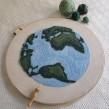 Planeta Tierra. Um projeto de Bordado de Caro Bello - 03.02.2020