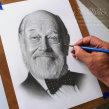 Marcos Mundstock - retrato en grafito. Un proyecto de Bellas Artes, Dibujo a lápiz, Dibujo, Ilustración de retrato, Dibujo realista y Dibujo artístico de Néstor Canavarro - 05.05.2020