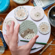 Design & Pattern Inspiration: dishes & ornaments. A Illustration, Painting, and Ceramics project by Sandra Apperloo - 06.30.2020