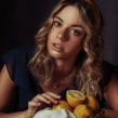Fruit & Gold. A Photograph, and Photo retouching project by Iris Encina - 08.24.2020
