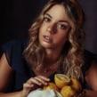 Fruit & Gold. Un proyecto de Fotografía y Retoque fotográfico de Iris Encina - 24.08.2020