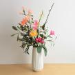 Paper flower arrangement. Um projeto de Artesanato, Papercraft e Decoração de interiores de Eileen Ng - 21.07.2020