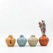 Vases · Jarrones y floreros. Um projeto de Artesanato, Design de produtos e Cerâmica de Flo Corretti - 12.09.2019