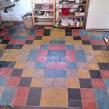 piso con baldosas lisas formando una imagen repetida. Un proyecto de Arquitectura de Juan Manuel Rossi - 18.11.2020