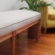 Banqueta antigua, tipo pie de cama . Um projeto de Design de interiores de Lucia Giraudo - 06.12.2020