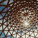time lapse construcción Domo Geodésico. Um projeto de Arquitetura, Pós-produção e Vídeo de Natalia Peña - 16.05.2016