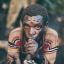 VICE NEWS · Forced Out of the Forest: The Lost Tribe of Uganda. A Fotografie, TV und Video project by Tomás Benito - 02.06.2015