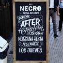 Pizarras - Negro, cueva de café . Um projeto de Br, ing e Identidade, Caligrafia e Lettering de Ximena Jiménez - 07.05.2019