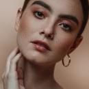 Retratos Maggie. Um projeto de Fotografia de moda, Fotografia de retrato e Fotografia artística de Marcela Cerbon - 10.10.2019