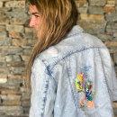 Chaqueta Denim intervenida -3-. Un proyecto de Diseño, Bellas Artes, Creatividad, Diseño de moda, Diseño de moda y Bordado de Josefina Allendes - 26.11.2019