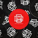 Drum Gorri . Um projeto de Direção de arte, Br, ing e Identidade e Design de logotipo de Mario Rivera - 13.11.2020