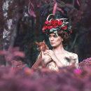 Ninfa en el bosque. Un proyecto de Fotografía, Postproducción, Retoque fotográfico, Fotografía de moda, Fotografía de retrato, Fotografía de estudio, Fotografía artística y Fotografía en exteriores de ROBERT GARCIA - 15.04.2021