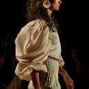 Desfile Alexandra Bueno + VATTEA . Um projeto de Artesanato, Moda, Design de joias, Design de moda, Bordado e Costura de VATTEA - 24.04.2021