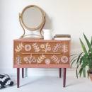 Retro Flower Design . Un proyecto de Ilustración, Artesanía, Diseño de muebles, Diseño de interiores, Pintura, Interiorismo, Upc y cling de Chloe Kempster - 07.05.2021