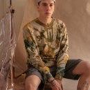 Tie Dye Sweater. Un proyecto de Diseño, Moda, Diseño de moda, Costura y Teñido Textil de Peter Wasp - 18.05.2021