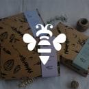 Rebranding - Eco Bee. Um projeto de Fotografia, Br, ing e Identidade, Design gráfico, Packaging, Serigrafia, Design de logotipo, Ilustração digital e Tingimento Têxtil de Valentina Blanco Fretes - 10.04.2021