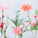 Paper wild flowers in glass vases. Un progetto di Artigianato , e Papercraft di Eileen Ng - 16.07.2021