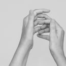 Quiralgia: la insidia de lo invisible. Un progetto di Fotografia di Carlota Moreno López - 01.06.2020