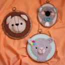 Punch needle y crochet: crea personajes únicos. A Crafts, To, Design, Embroider, Textile illustration, Fiber Arts, DIY, Crochet, and Punch Needle project by Camila Rojas Rodriguez - 10.05.2021