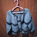 Mi Proyecto del curso:  Top-down chaqueta para toda ocasion ya casi terminada. Um projeto de Moda, Design de moda, Tecido, DIY e Crochê de Stella Revelo Jacome - 25.10.2021