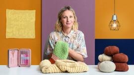 Crochet : créez des vêtements avec une seule aiguille. Un cours de Loisirs créatifs de Alicia Recio Rodríguez
