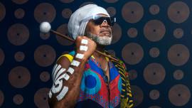Introdução à percussão: descubra a magia dos ritmos. Um curso de Tecnologia de Carlinhos Brown