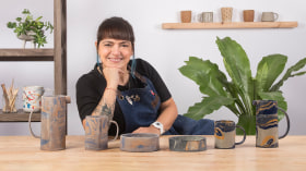 Tecniche di marmorizzazione su ceramica. Un corso di Artigianato di Coralí Lecca Céspedes