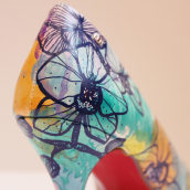 Zapatos pintados a mano. Orquídeas.. Un proyecto de Bellas Artes, Diseño e Ilustración de Vanesa Santamaría Trinidad - 21.04.2015
