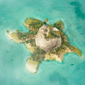 Cartel Cuarto Aniversario Isla Tortuga.. Un projet de Design  , et Direction artistique de Javier Sancar - 01.07.2015