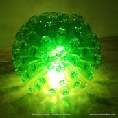 Lámpara con 125 botellas de plástico - Lamp made out of 125 plastic bottles. Um projeto de Artesanato de Rosa Montesa Reciclado Creativo - 06.11.2015