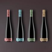 Vino para una velada romántica   diseño de botella y de etiqueta. Un proyecto de 3D, Diseño gráfico y Packaging de Saúl Arribas Miguel - 29.11.2015