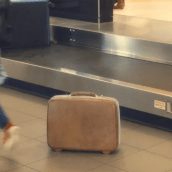 La Curiosa Maleta perdida en el Aeropuerto. . Um projeto de Design, Cop, writing, Social Media, Marketing digital e Marketing de conteúdo de Renato Farfán Basauri - 24.12.2019