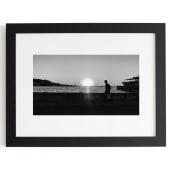 B/W. THE FISHERMAN, Costa Norte, La Habana, Cuba.. Un progetto di Fotografia, Fotografia digitale , e Fotografia all'aperto di Alex Carcedo - 09.01.2020