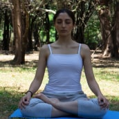 Mi Proyecto del curso: Meditando . A Photograph, Portrait photograph, Digital photograph, and Outdoor Photograph project by Aehleane Sepulveda - 03.20.2020