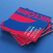 3xTRES. 33 anys al Teatre Victòria. Un proyecto de Diseño editorial, Diseño gráfico y Tipografía de Enric Adell - 01.06.2019
