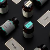 Truu Nutrition. Un progetto di Fotografia, Br, ing e identità di marca, Graphic Design, Packaging, Web Design, Design di loghi , e Fotografia in studio di HUMAN - 17.06.2020